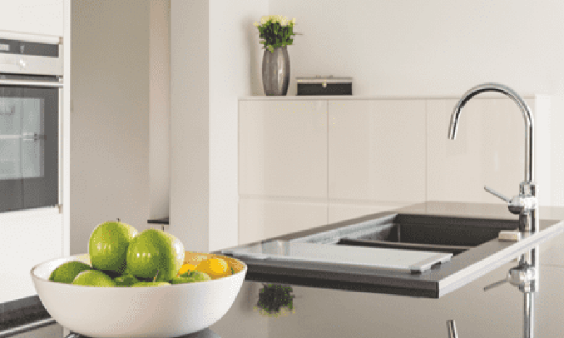 29-white-kitchen-with-black-worktop-PZBZEJG